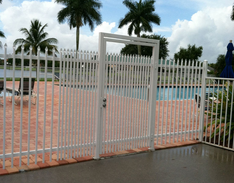 commercial aluminum fences